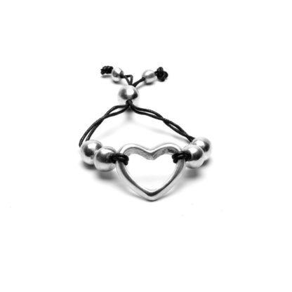 Bracciale filo nero e cuore by Vestopazzo o anallergico e inossidabile. Bigiotteria lavorata a mano realizzata 100% in alluminio riciclato.