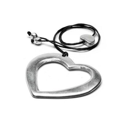 Pendente cuore vuoto realizzato 100% in alluminio riciclato. Anallergico e inossidabile, lavorato a mano, by Vesto Pazzo