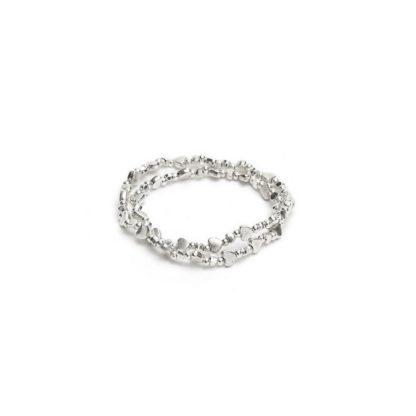 Bracciale elastico doppio giro con cuori placcati in argento.
