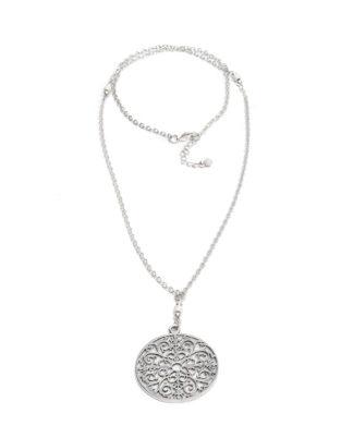 Collana con pendente circolare traforato. Bigiotteria placcata in argento, nickel tested