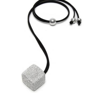 PENDENTE CUBO - Linea LUCES by Vestopazzo new line 2018/2019 - Alluminio diamantato, nickel free - In esclusiva da Pois Nero Ladispoli