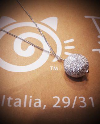 Pendente catena Sfera by Vestopazzo. in alluminio riciclato diamantato - Bigiotteria Pois Nero Ladispoli - www.poisnero.it