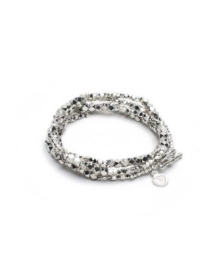 Bracciale 4 giri forme diamante con chiusura a T. Caratterizzato da piccoli elementi sfaccettati. placcato in argento, nickel tested.