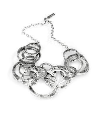 """Collana Sultan collection anelli lavorati a sbalzo e puntinati, in lega denominata """"Zama"""", composta da 4 metalli: lo Zinco, l'Alluminio, il Magnesio ed il Rame, il tutto bagnato in argento, privo di nichel."""