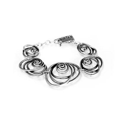 """Bracciale Sultan Collection Elementi concentrici, in lega denominata """"Zama"""", composta da 4 metalli: lo Zinco, l'Alluminio, il Magnesio ed il Rame, il tutto bagnato in argento, privo di nichel."""