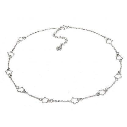 Collana catena corta con stelle traforate. Chiusura regolabile con moschettone.