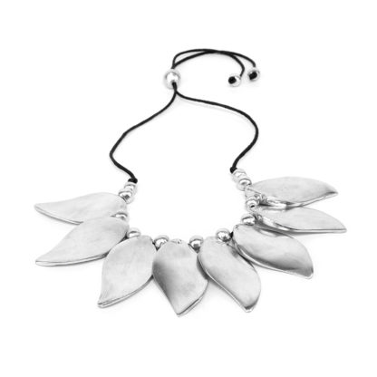 Collana 8 foglie by Vestopazzo. Alluminio riciclato