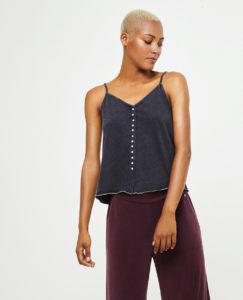 Top nero con bretelle e bottoni in cotone by Surkana