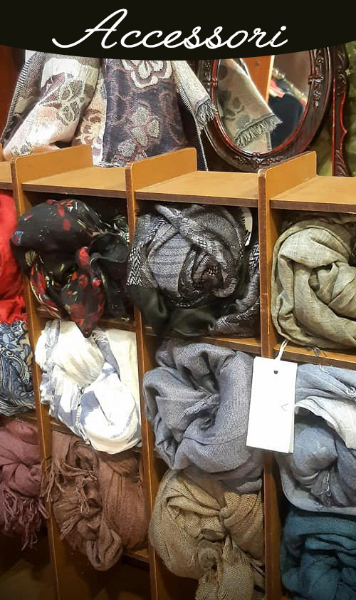 Borse, foulard, portafogli, cinture, spille