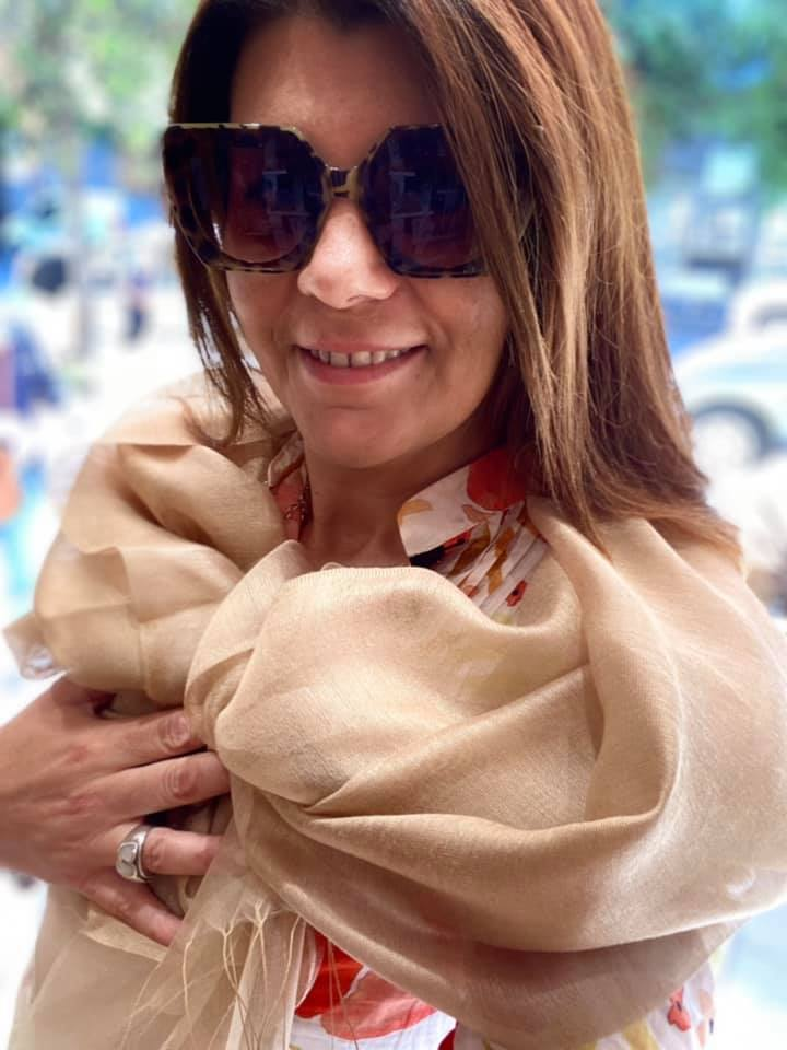SPECIALE CERIMONIE con le STOLE di POISNERO in doppio shantung di SETA, un tessuto di seta selvaggia (tussah), di colore unito, caratterizzato da una superficie ruvida, molto irregolare e dall'aspetto grezzo, doppiato per un effetto NUVOLA! Disponibile in tantissimi colori!