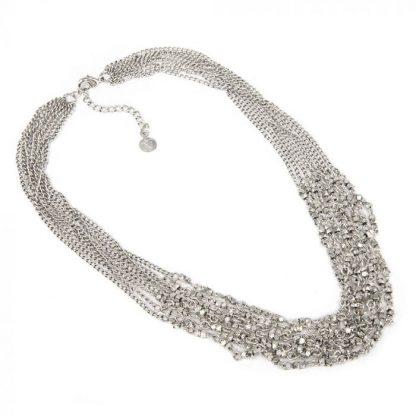 Collana catena multifilo con elementi forma diamante. Chiusura regolabile con moschettone.